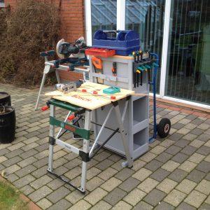 Her er det mobile værksted opstillet og klar til at begynde arbejdet og det spare mig nu for en masse løb og gang til og fra værkstedet.